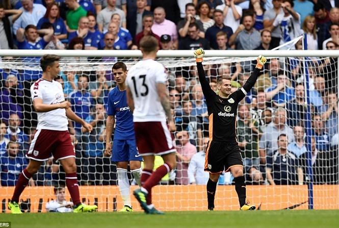 Chelsea thất thủ trong trận mở màn 'điên rồ' giải Ngoại hạng Anh