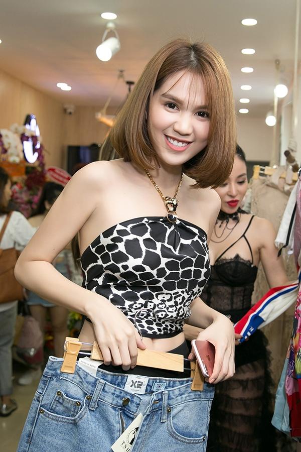 ngoc-trinh-quan-khan-lam-ao-sexy-2