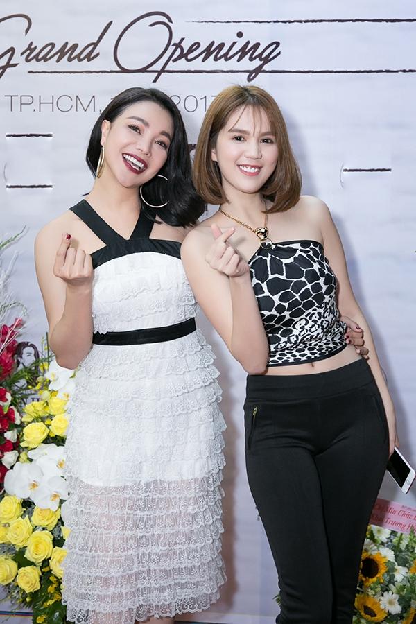 ngoc-trinh-quan-khan-lam-ao-sexy-4