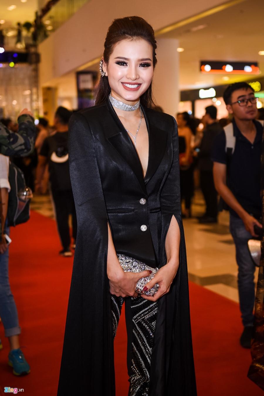 Phuong Trinh Jolie: 'Toi yeu va bo nhieu dan ong de tra thu cho me' hinh anh 1