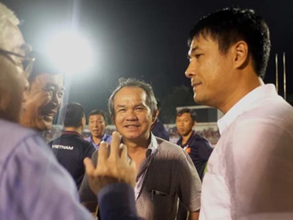 Bầu Đức sang Malaysia cổ vũ U22 Việt Nam quyết đấu Thái Lan