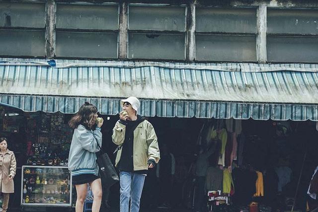Kỉ niệm tình bạn 7 năm cũng là dịp ghi dấu 5 tháng chính thức trở thành một cặp tình nhân của đôi bạn thân lầy lội này.
