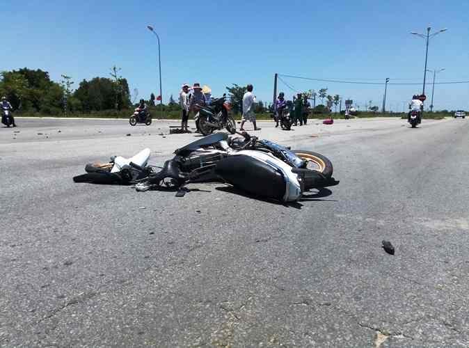 Chính trị - Xã hội - Chở gas sang đường, nam thanh niên bị ô tô tông chết