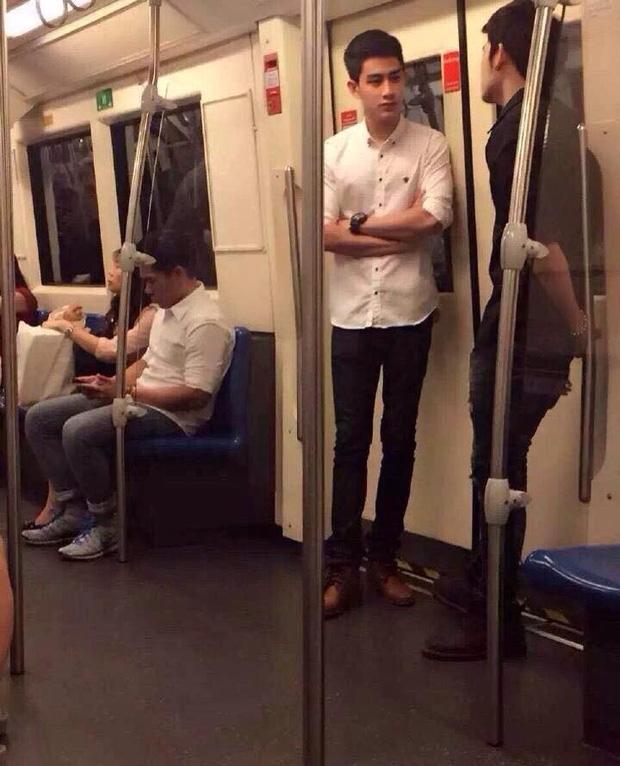 Đã đẹp trai thì ngủ quên trên xe bus như anh chàng này cũng thành cực phẩm! - Ảnh 6.