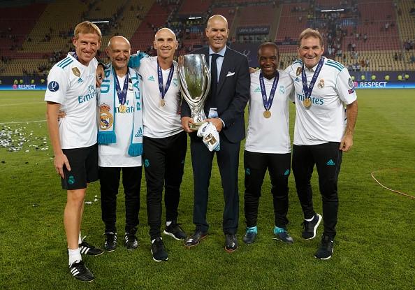 HLV Zidane duoc Real Madrid thuong lon hinh anh 1