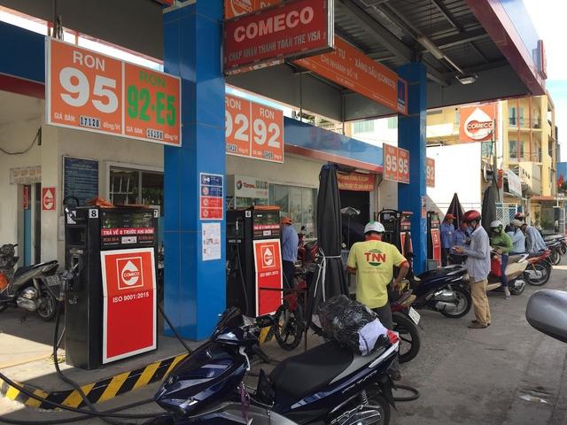 Hiện nay, toàn TPHCM có hơn 500 cửa hàng xăng dầu với 3.700 trụ bơm