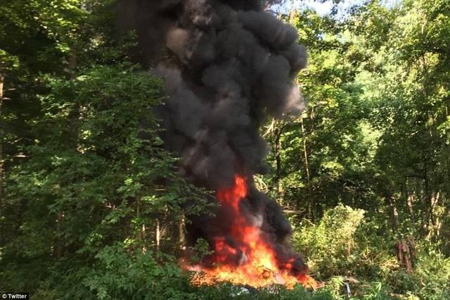 Cũng trong ngày 12/8, một trực thăng của cảnh sát bang Virginia đã gặp nạn gần khu vực xảy ra bạo lực tại Charlottesville, làm 2 người thiệt mạng.