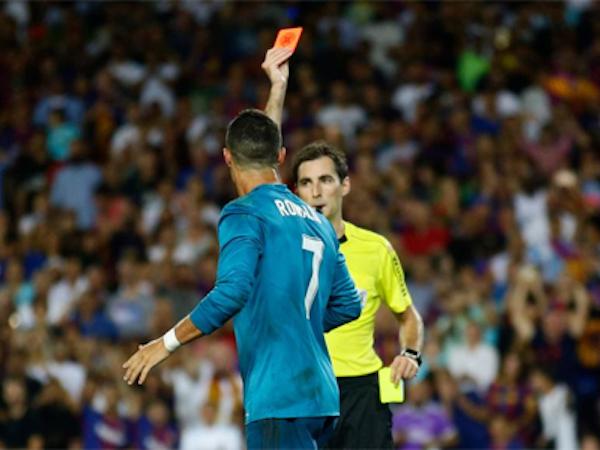 Ronaldo đối mặt án treo giò đến 12 trận do đẩy trọng tài