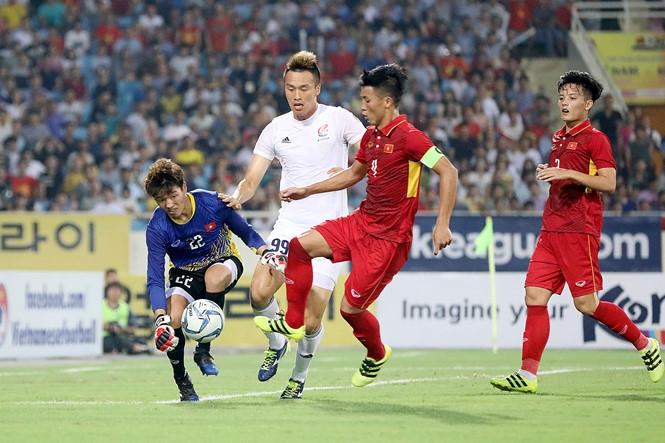 Phí Minh Long trong trận thắng tuyển các ngôi sao K-League 1-0 /// Minh Tú