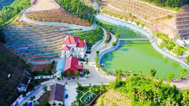 Khu dinh thự hoành tráng của gia đình Giám đốc Sở Tài nguyên và Môi trường Yên Bái Phạm Sỹ Quý (Ảnh: Toàn Vũ).