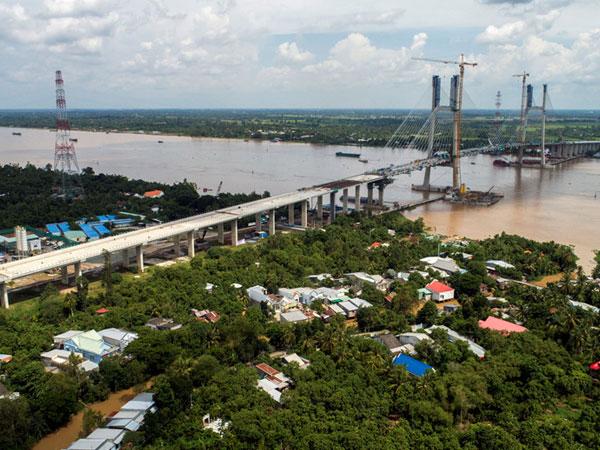 Cầu dây văng 3.000 tỷ ở Đồng Tháp trước ngày hợp long