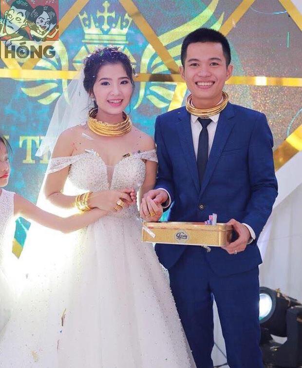 Đám cưới siêu khủng ở Nghệ An: Cô dâu chú rể kiềng vàng đeo đầy cổ, được tặng cả biệt thự, ô tô - Ảnh 1.