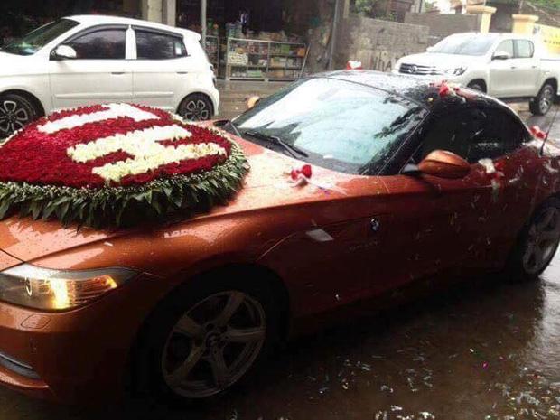 Đám cưới siêu khủng ở Nghệ An: Cô dâu chú rể kiềng vàng đeo đầy cổ, được tặng cả biệt thự, ô tô - Ảnh 5.