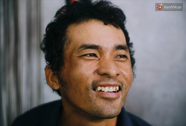 Chuyện cảm động về anh shipper khuyết tật giọng nói, đạp xe hàng chục km mỗi ngày để giao hàng khắp Sài Gòn - Ảnh 3.