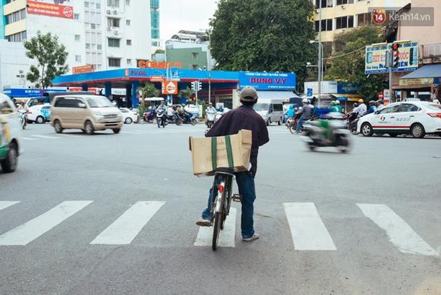 Chuyện cảm động về anh shipper khuyết tật giọng nói, đạp xe hàng chục km mỗi ngày để giao hàng khắp Sài Gòn - Ảnh 15.