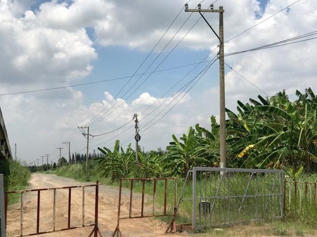 Ngoài cổng chào được xây dựng xong thì một số hạng mục khác vẫn ì ạch