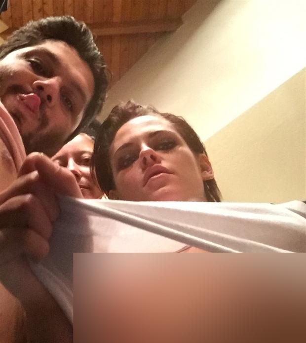 Kristen Stewart bị hacker tung loạt ảnh khỏa thân bên người tình đồng giới - Ảnh 3.