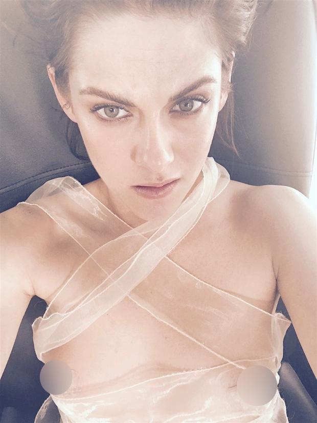 Kristen Stewart bị hacker tung loạt ảnh khỏa thân bên người tình đồng giới - Ảnh 4.