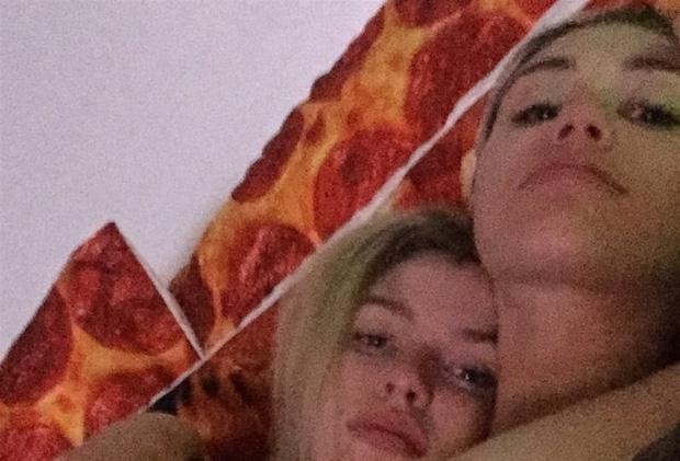 Kristen Stewart bị hacker tung loạt ảnh khỏa thân bên người tình đồng giới - Ảnh 6.
