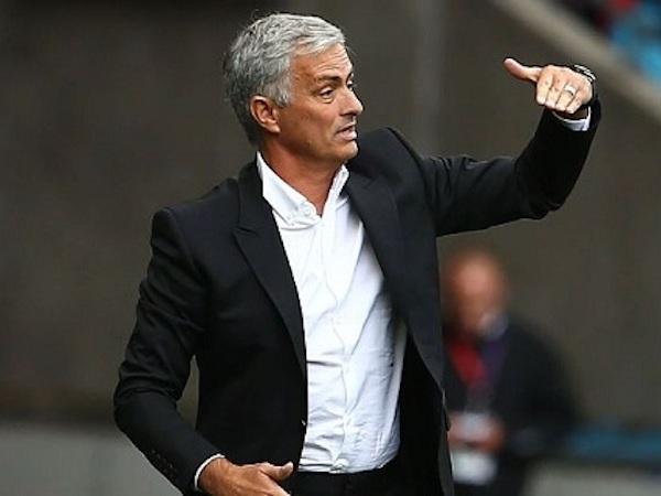 Mourinho bất ngờ phá bỏ luật lệ từ thời Sir Alex
