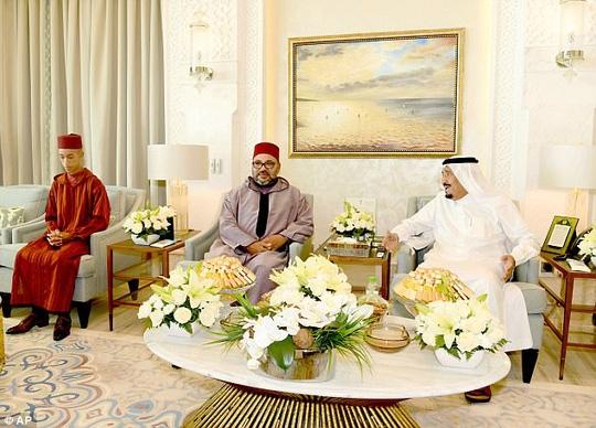 Kỳ nghỉ hè 100 triệu USD của Quốc vương Ả Rập Saudi - Ảnh 1.