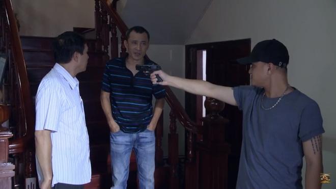 Người phán xử tập 44: Phúc Hô tìm tới Phan Thị, giơ súng bắn mẹ con Diễm My? - Ảnh 2.