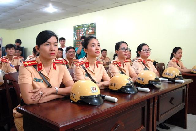 Kỳ APEC này, lực lượng dẫn đoàn TPHCM có thêm các chiến sĩ nữ
