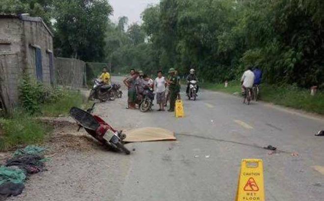 Phát hiện thi thể người đàn ông cạnh xe máy bên vệ đường