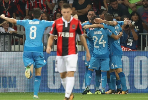 thua-o-vong-loai-champions-league-doi-cua-balotelli-phai-xuong-europa-league