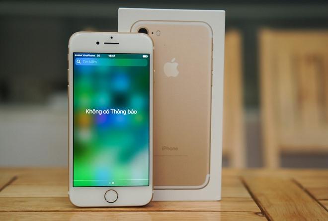 Ve hon 8 trieu, gia iPhone 7 cham day moi tai Viet Nam hinh anh 3