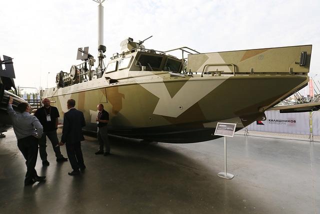 Tàu BK-16, tàu đổ bộ tốc độ cao do tập đoàn Kalashnikov phát triển, xuất hiện tại triển lãm Army 2017