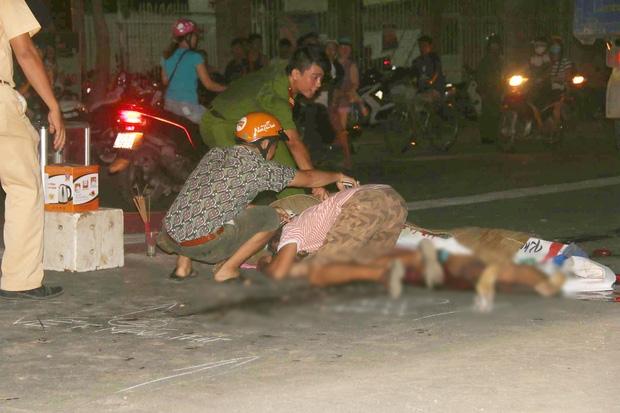 Người thân khóc ngất bên thi thể không nguyên vẹn của người phụ nữ chết thảm dưới bánh xe tải - Ảnh 1.