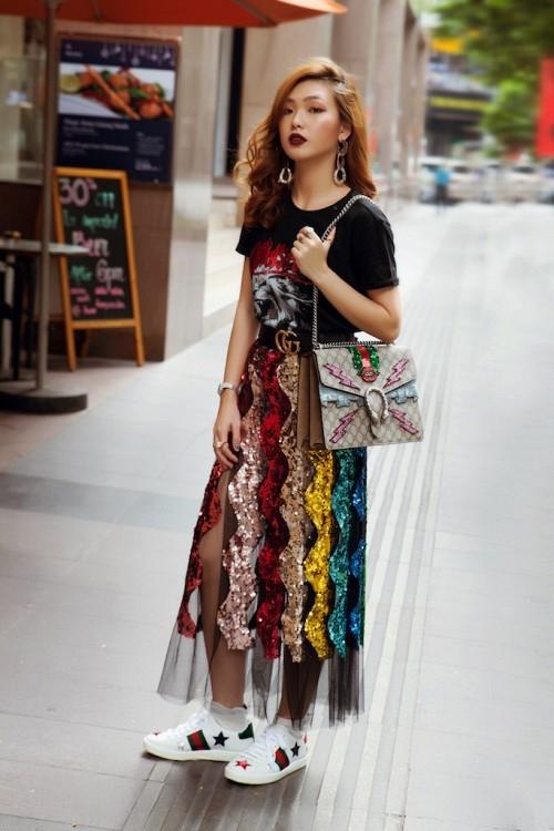 Thanh Hang, Gigi Hadid dien vay va sneaker nhu the nao? hinh anh 3