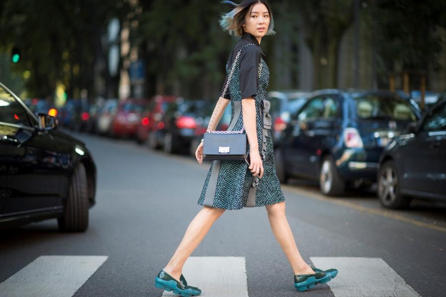 Thanh Hang, Gigi Hadid dien vay va sneaker nhu the nao? hinh anh 6