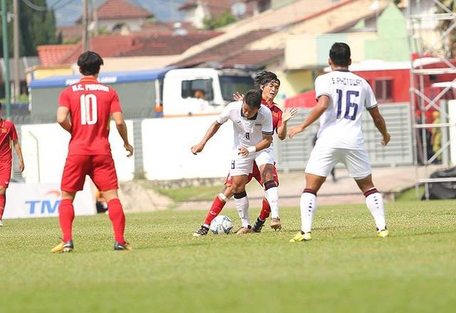 Tuấn Anh đang lép vế so với các tiền vệ Thái Lan