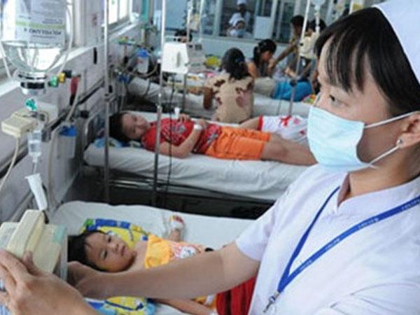 Báo động đỏ đại dịch sốt xuất huyết: Sinh viên lao đao vì phải nghỉ học, hoãn thi