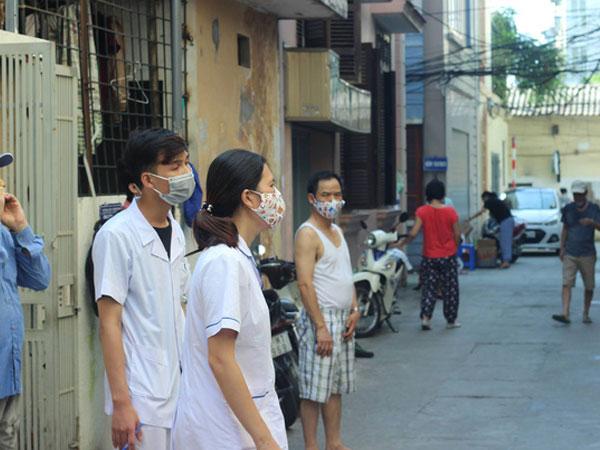 Hà Nội: Đi phun hóa chất diệt muỗi chống sốt xuất huyết, nữ cán bộ y tế bị đấm rách miệng