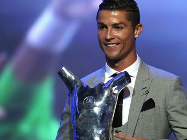 Qua mặt Messi và Buffon, Ronaldo giành giải Cầu thủ hay nhất UEFA
