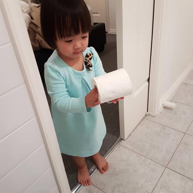 Bà mẹ Việt ở Úc và chuyện không tập cho trẻ đi vệ sinh sớm gây bão mạng - Ảnh 4.