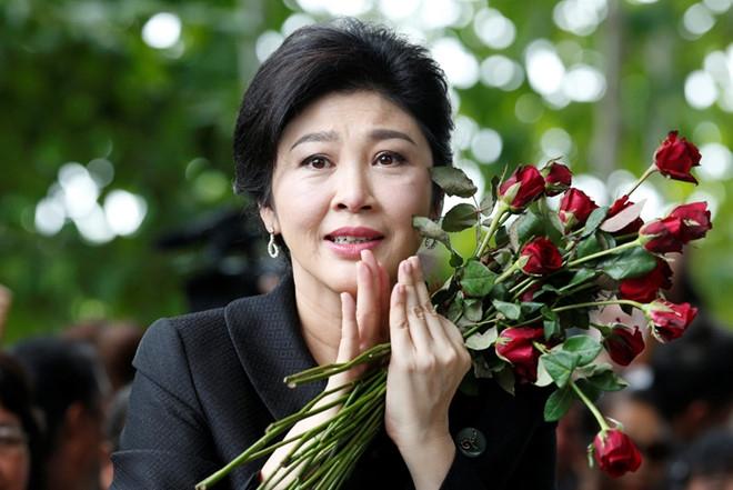 Cuu thu tuong Yingluck vang mat, toa ra lenh truy na hinh anh 1