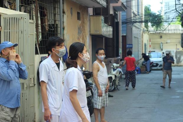 Hà Nội: Đi phun hóa chất diệt muỗi chống sốt xuất huyết, nữ cán bộ y tế bị đấm rách miệng - Ảnh 1.