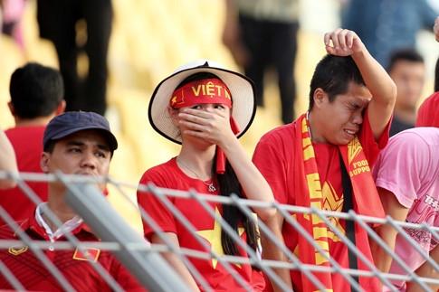 HLV Hữu Thắng đã nói gì với học trò sau thất bại của U.22 Việt Nam? - ảnh 2