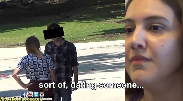 Nghi ngờ chồng hay thả thính gái trẻ, cô vợ lắp camera giấu kín và phát hiện sự thật phũ phàng - Ảnh 3.