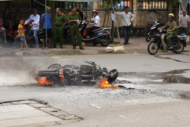 Chiếc xe máy bất ngờ phát nổ tại TP. Hải Dương. Ảnh: Đ.Tùy