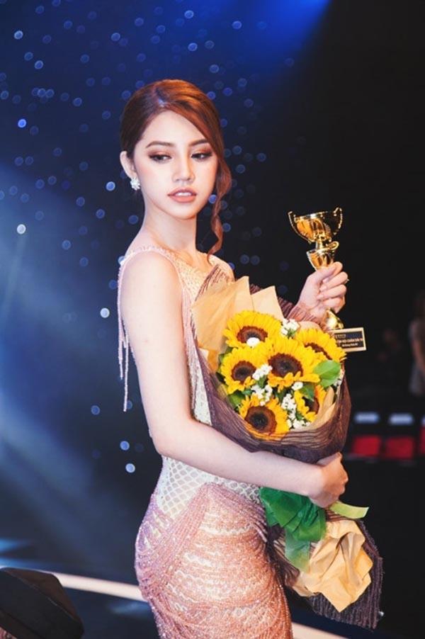 Hình ảnh nóng bỏng, sang chảnh của hoa hậu Việt trong Hội con nhà giàu - Ảnh 4.