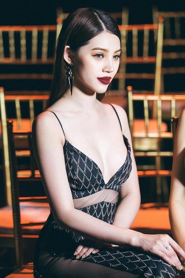 Hình ảnh nóng bỏng, sang chảnh của hoa hậu Việt trong Hội con nhà giàu - Ảnh 6.