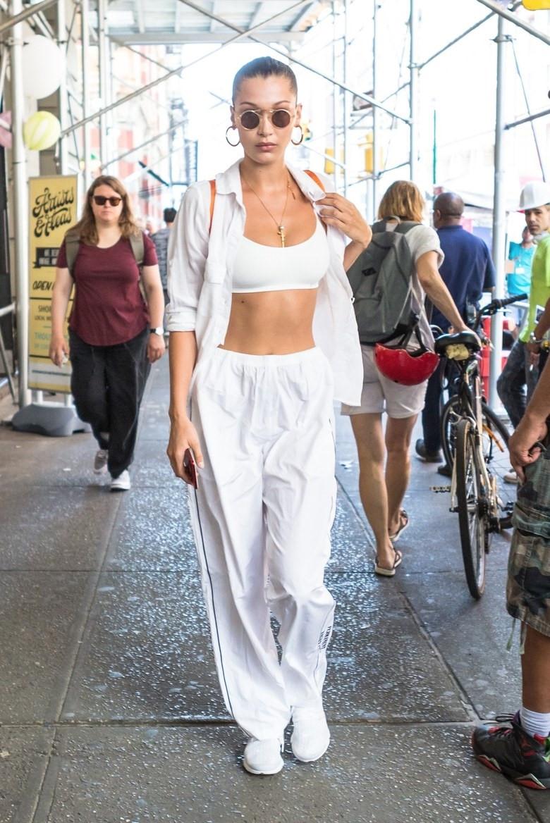 Sieu mau 9X Kendall Jenner mac an tuong nhat tuan hinh anh 2