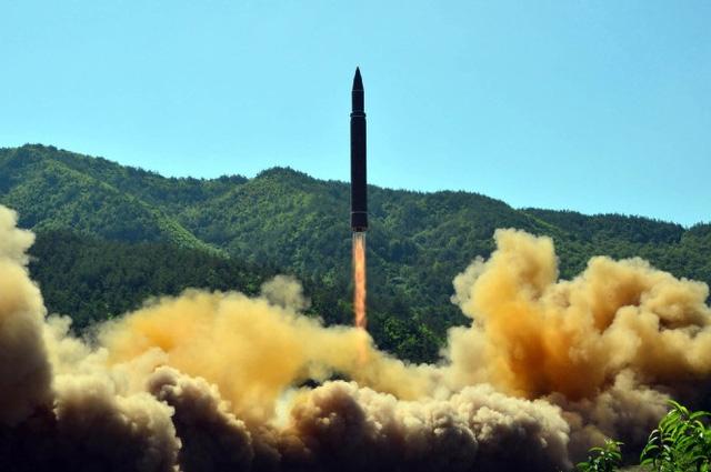 Một vụ phóng tên lửa của Triều Tiên (Ảnh: AFP)