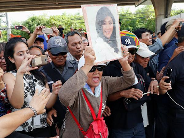 Người ủng hộ thông cảm trước tin Yingluck trốn khỏi Thái Lan
