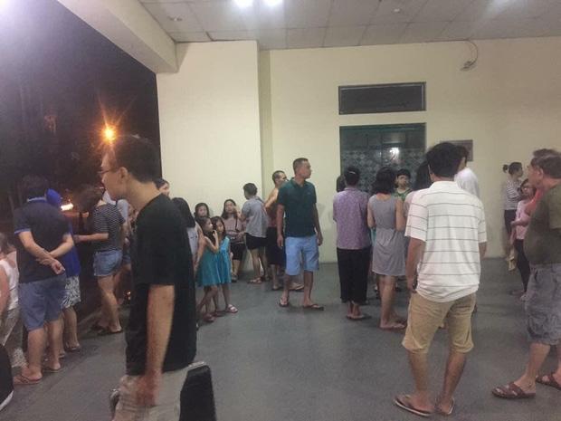 Hà Nội: Người già, trẻ em chung cư Cầu Giấy hoảng loạn vì chập điện gây cháy giữa đêm khuya - Ảnh 1.